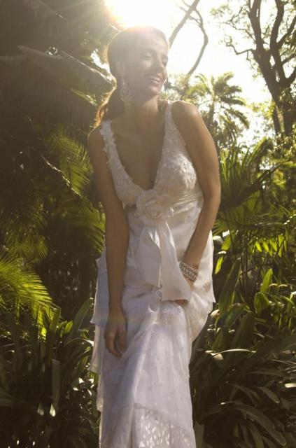 Vestido Escote en V, Ezequiel García | Casamientos Online