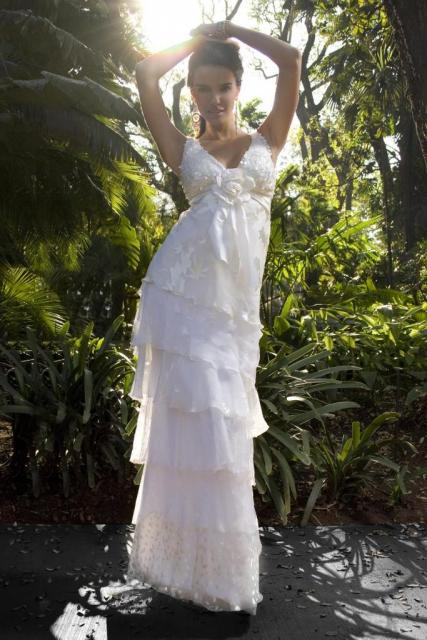 Vestido Escote en V, Ezequiel García   Casamientos Online