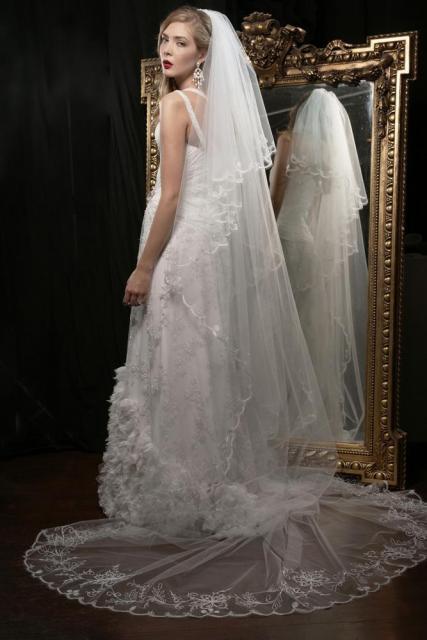 Velo Soberbio, Vestido Mistique, Ezequiel García | Casamientos Online