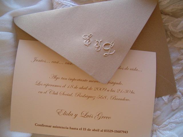 tarjeta casamiento con iniciales relieve | Casamientos Online