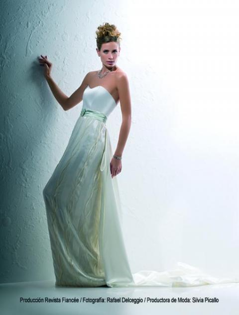 Las Infantas- vestido con iniciales | Casamientos Online