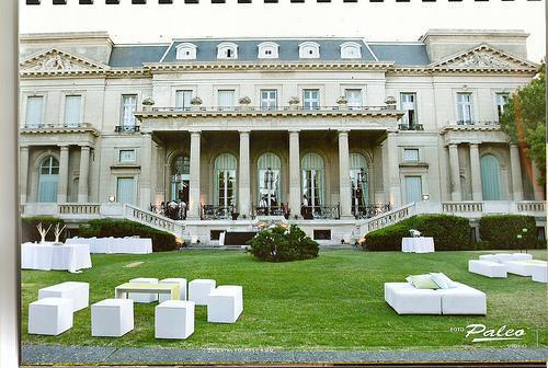 Fachada y Jardín Este | Casamientos Online