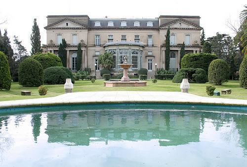 Fachada y Jardín Oeste | Casamientos Online