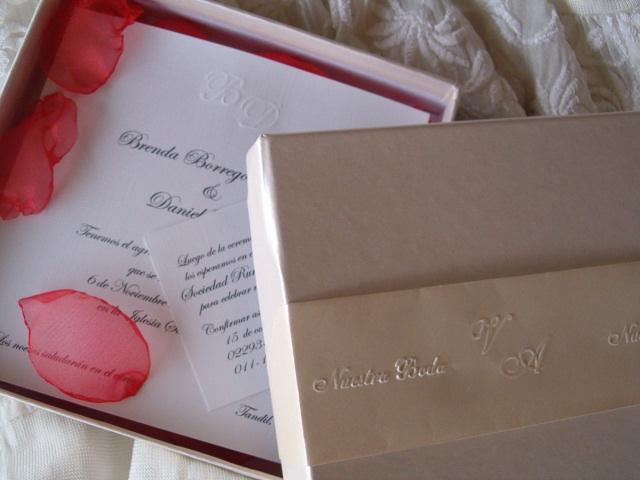 Caja con tarjeta de  casamiento
