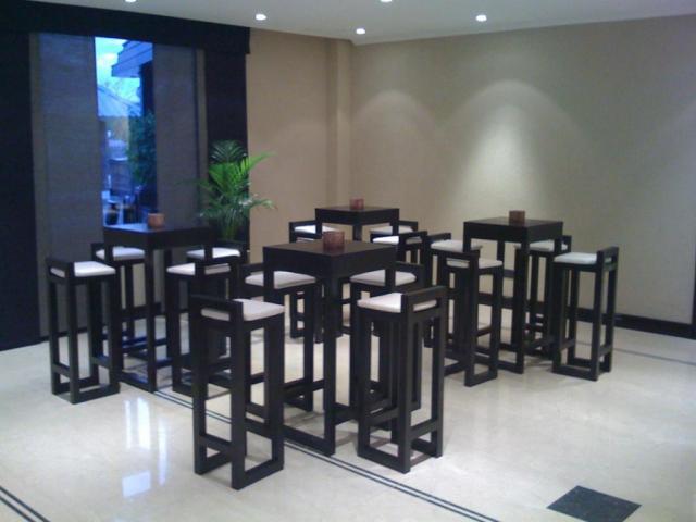 Mesas altas estilo bar producto de kcambientaciones sobre ambientaci n y centros de mesa en - Mesas altas de bar ...
