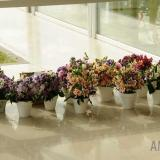 Macetas con ramillete de mix de flores