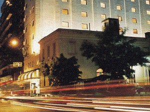 """Salón de hotel + Noche de bodas """"sin cargo""""!"""