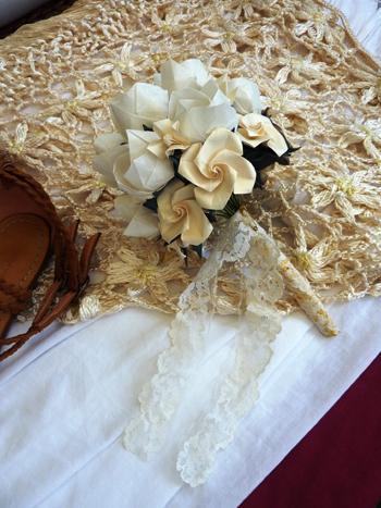 Ramo de novia. Ramo de rosas crema. Ramo con puntilla. | Casamientos Online