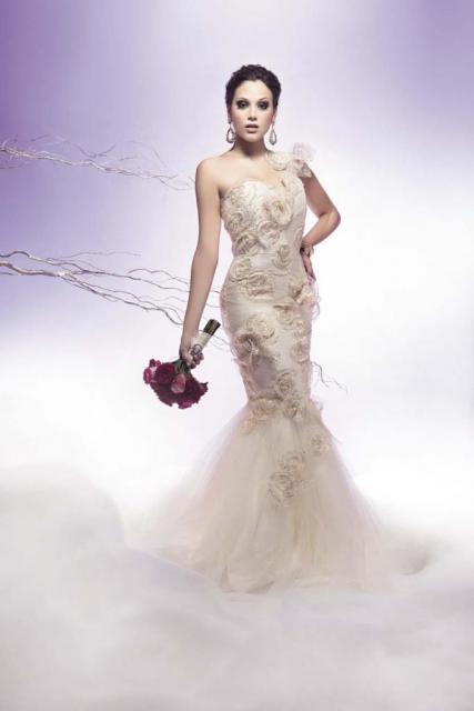 Vestido Sirena con aplicaciones de flores