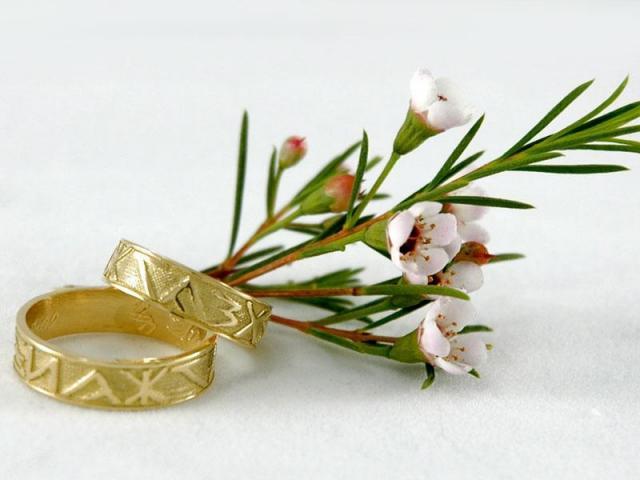 Alianzas de boda con runas 11-003C   Casamientos Online