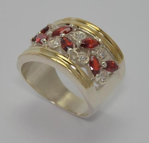 Exclusivo Plata 925 y Oro 18klts.  Swarovski Gems. www.karinjoyerias.com    Casamientos Online