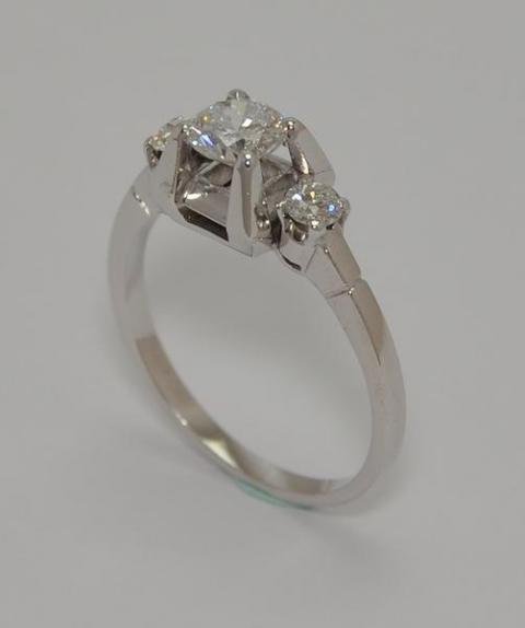 Exclusivo Solitario de Platino 950. Con brillantes.  www.karinjoyerias.com   Casamientos Online