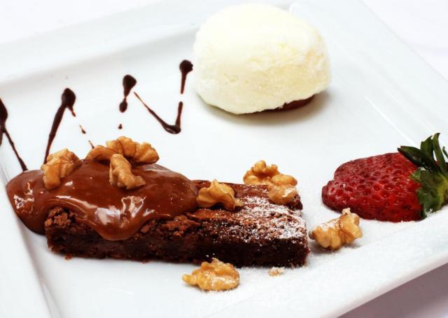 Brownie de Nutella con Helado de Crema americana y salsa de Dulce de Leche | Casamientos Online