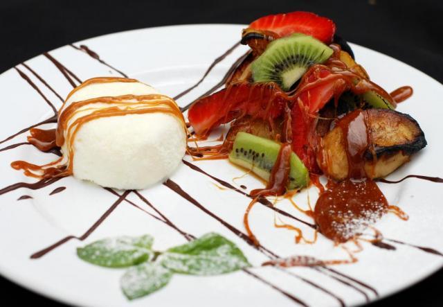 Frutas doradas al Hierro caramelizadas al Rhum con Helado de Vainilla | Casamientos Online