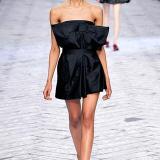 Vestido corto, bien arquitectónico por Viktor & Rolf