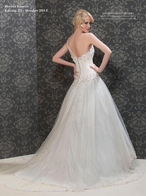 Fiancee Nº23 Julieta natural de espaldas | Casamientos Online