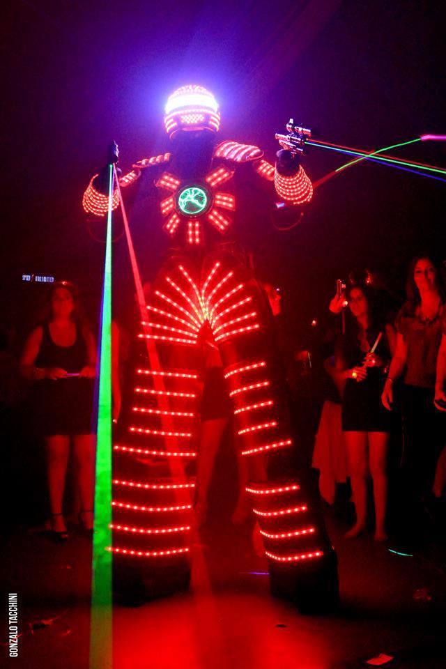 Experimenta el poder de Tron y su invasión laser en tu evento.