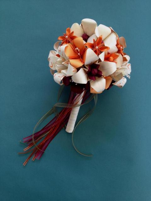 Ramo de novia naranja y crema | Casamientos Online