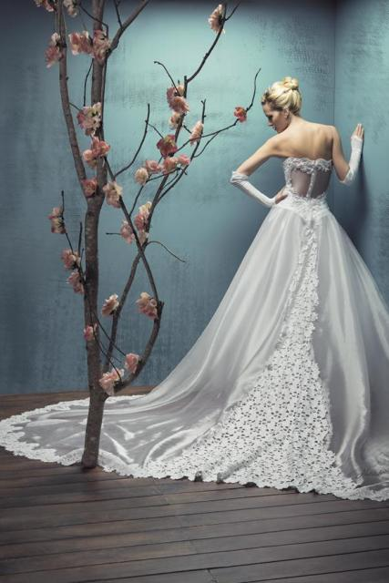 Julieta Prandi para Nubilis 49 cola de encaje | Casamientos Online