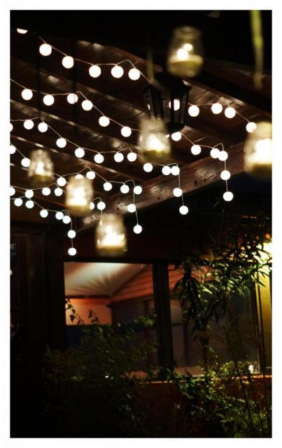 Deco con luces chinas y velas   Casamientos Online