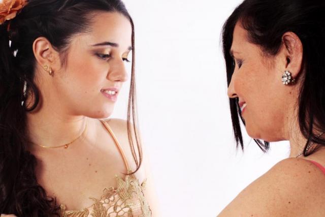 Make Up y Peinado Mariana con su mama para ceremonia. | Casamientos Online