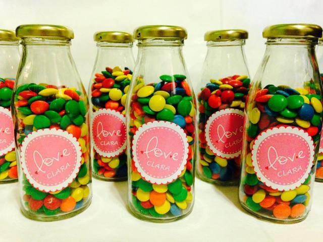 Botellitas con lentejas de chocolate para souvenirs | Casamientos Online