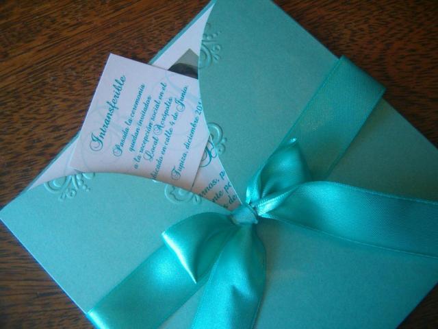 Tarjeta de casamiento  con escote en relieve | Casamientos Online