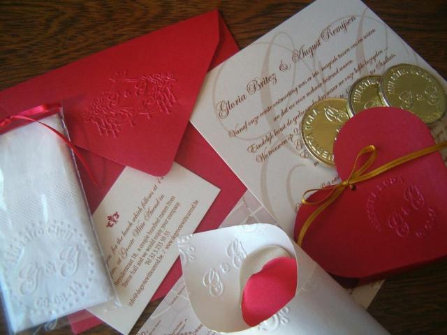 Tarjeta de casamiento  y souvenirs con logo  relieve | Casamientos Online