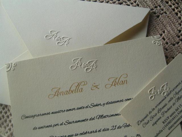 Tarjeta de casamiento texturada color crema  | Casamientos Online