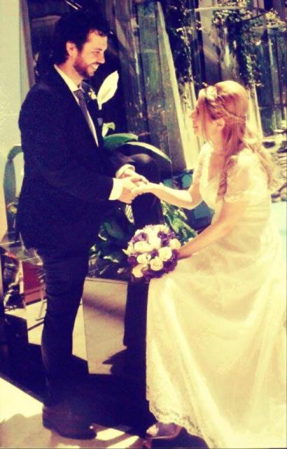Silvina  eligió un modelo personalizado violeta  para hacer conjunto con su ramo.. | Casamientos Online