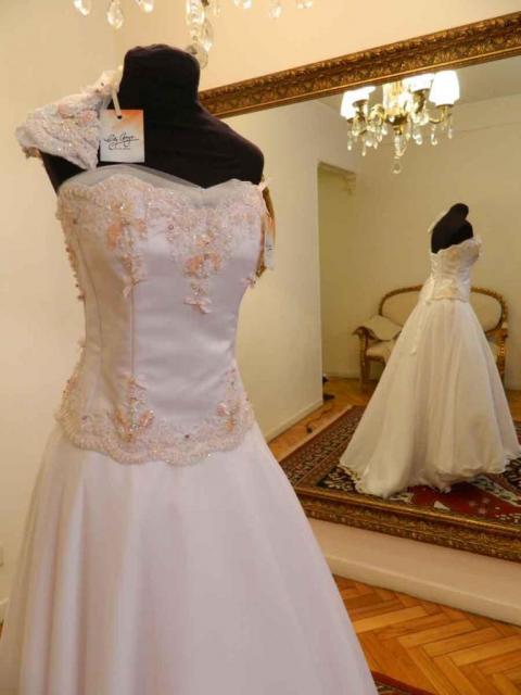 LILY NAYA, Vestidos de Novia | Casamientos Online