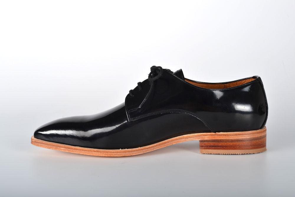 Zapatos de Charol Negros con Punta Fina y Base Natural