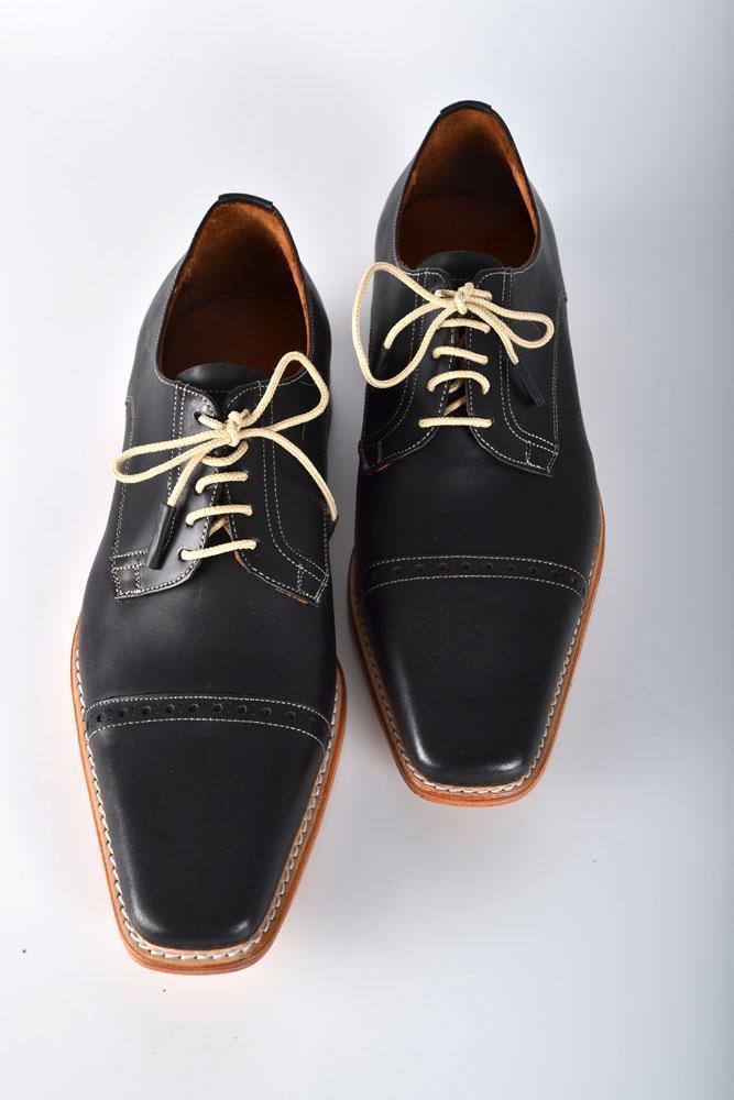 Zapatos de Cuero Color Negro con Hilo Blanco