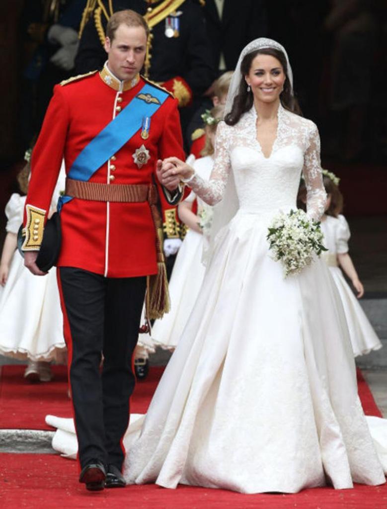Kate Middleton y Príncipe William. Diseño Vestido de Novia por Sarah Burton
