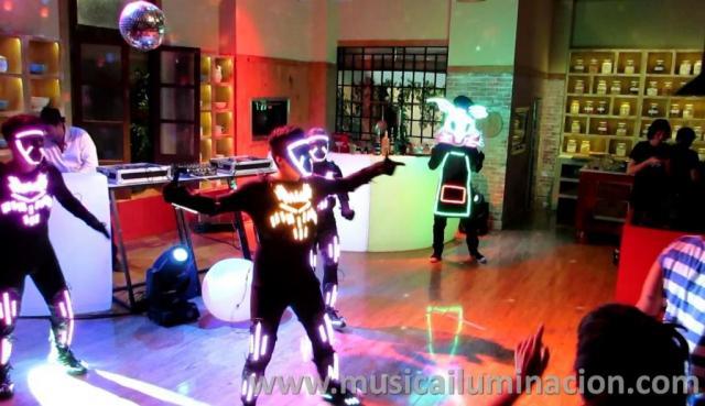 SHOWS NOVEDOSOS Música Iluminación Producciones