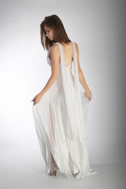 Art. 03884 Vestido de novia con falda plisada (back) | Casamientos Online