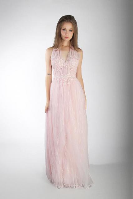 Art. 03876 Vestido escote marilyn en encaje | Casamientos Online