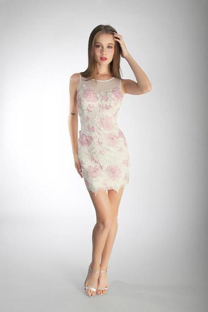 Art. 03180 Vestido al cuerpo en guipire bordado | Casamientos Online