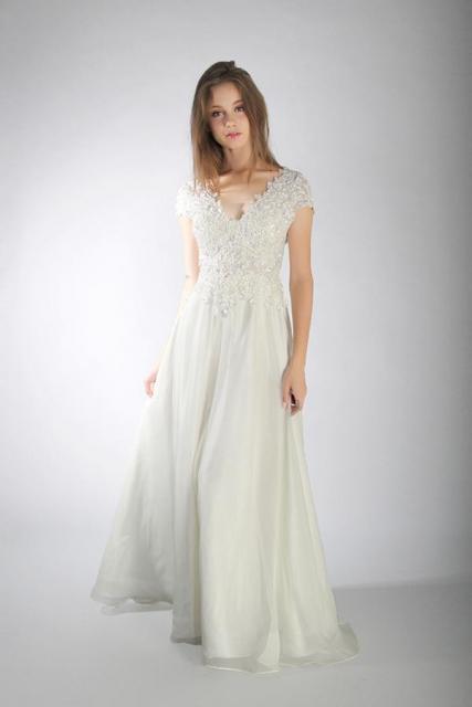 Art. 03824 Delicado vestido de novia escote corazón  | Casamientos Online