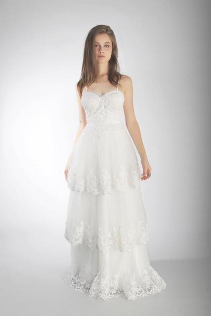 Art. 03239 Vestido con 3 capas de tul y terminaciones de guipiure | Casamientos Online