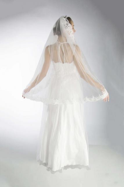 Velo con terminaciones de guipiure | Casamientos Online