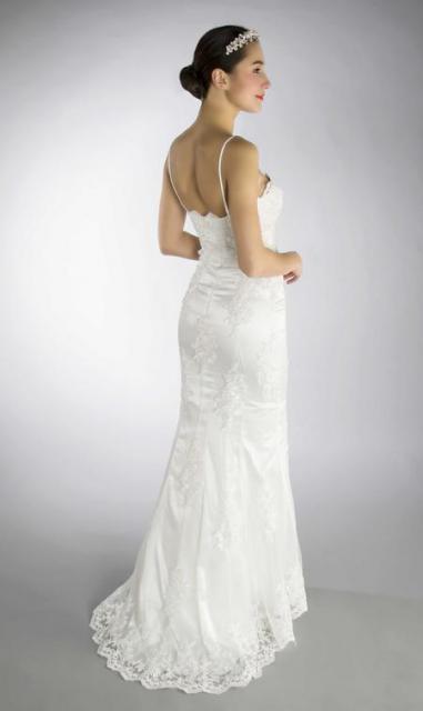 Art. 03191 Delicado vestido sirena con guipire bordado (back) | Casamientos Online