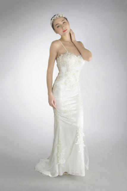 Art. 03158 Vestido sirena con aplicaciones de guipire | Casamientos Online