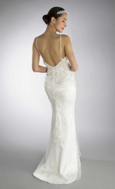 Art. 03158 Vestido sirena con aplicaciones de guipire (back) | Casamientos Online