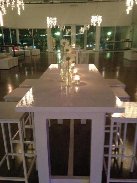 Bombitas de luz para iluminar la recepción  | Casamientos Online