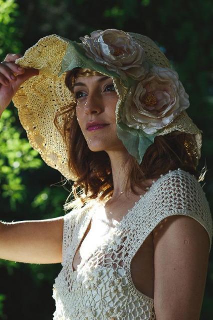 Vestido de macramé y tul bordado. | Casamientos Online