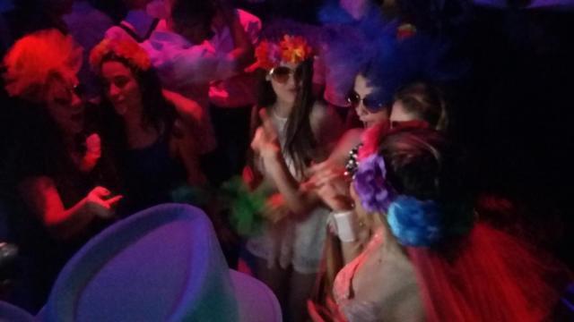 Fiesta Sombreros Lentes flores | Casamientos Online
