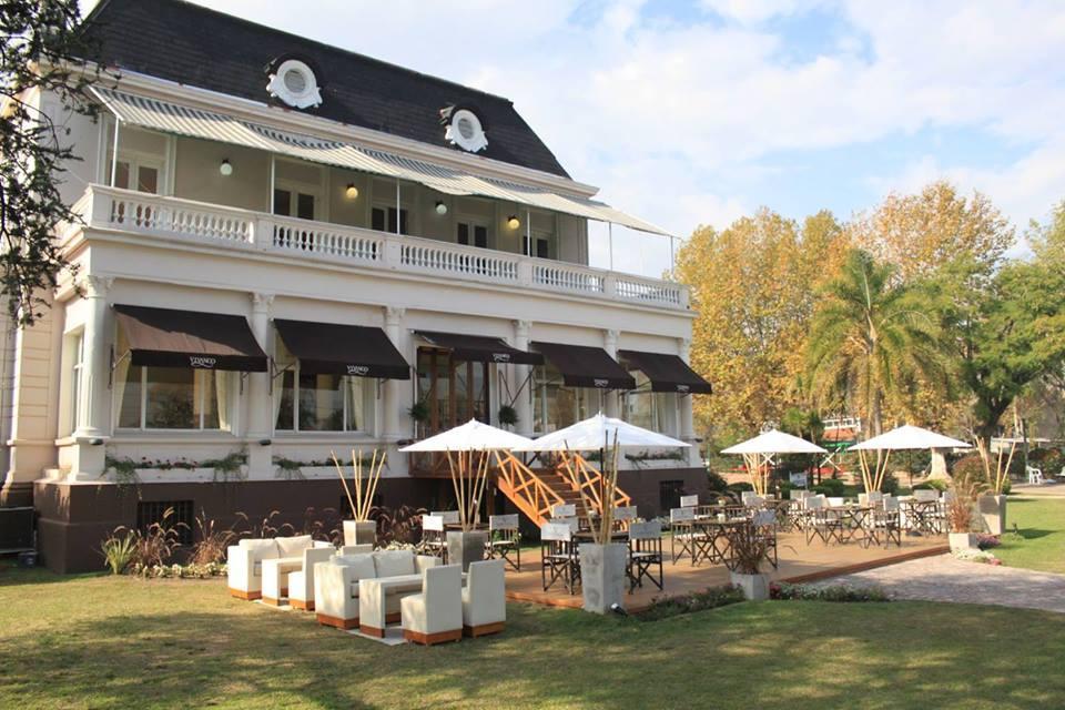 Salon Casamientos con catering, ambientacion, disc Jockey, barra de tragos, jardin, vista al rio en Tigre