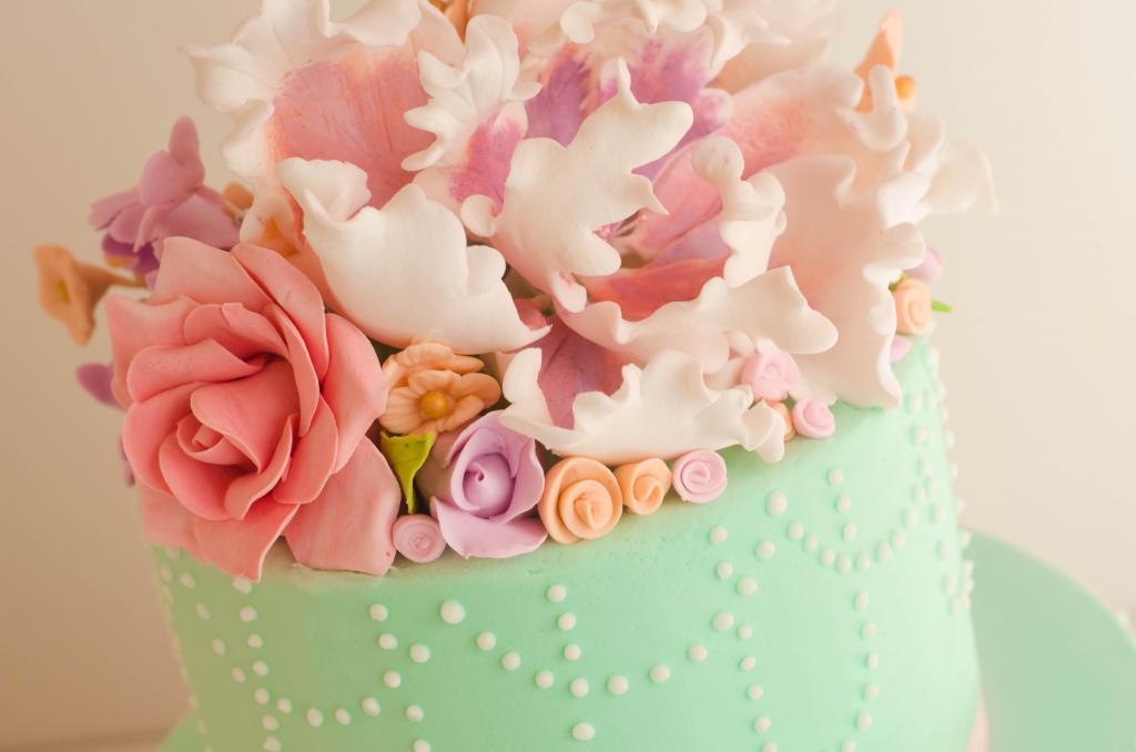 Mesa dulce para Casamientos de Flopi Diaz, tortas de novios, cupcakes, pop cakes, cookies, minicakes, terroncitos de azúcar y macarons