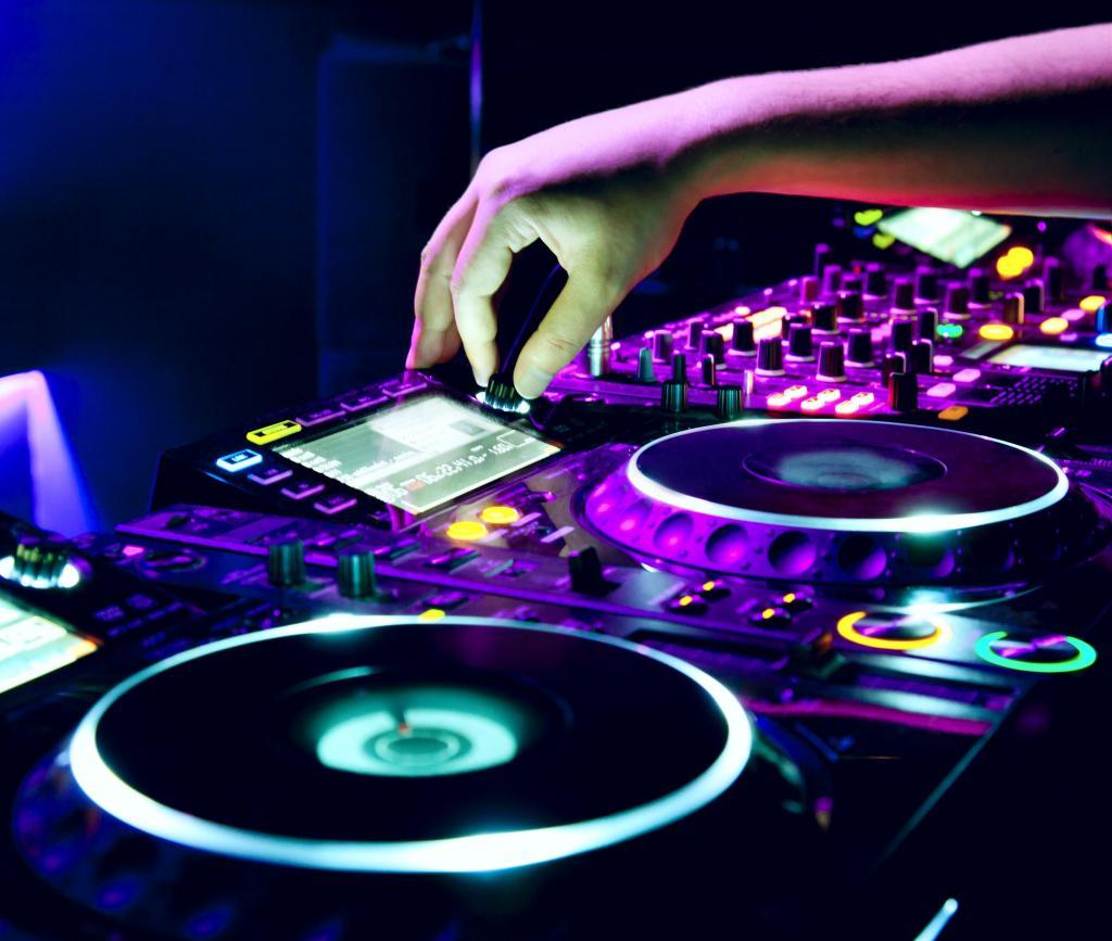 DJ + Sonido + Iluminación